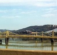 ホームステッドの川にかかる橋