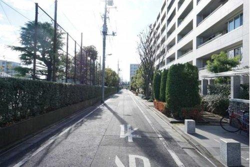 プラウド戸田公園フィールドの前面道路