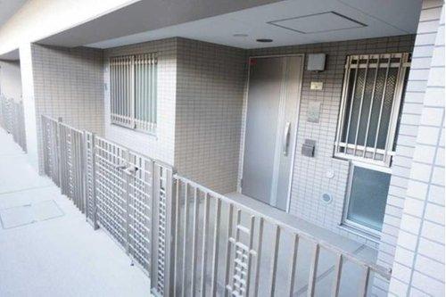 プラウド戸田公園フィールドの1階の専用ポーチ
