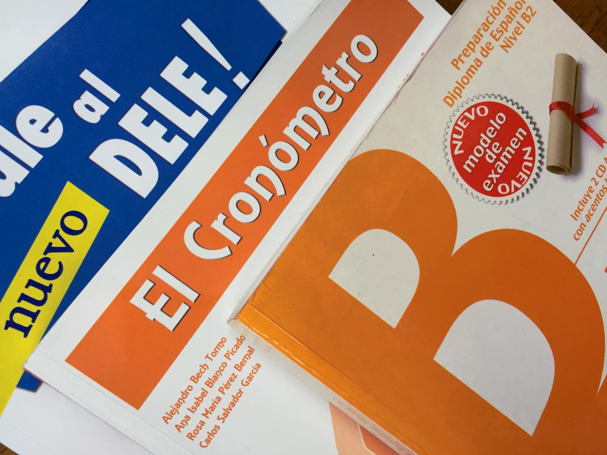 DELE B2対策のための問題集3冊、それぞれの特徴と比較