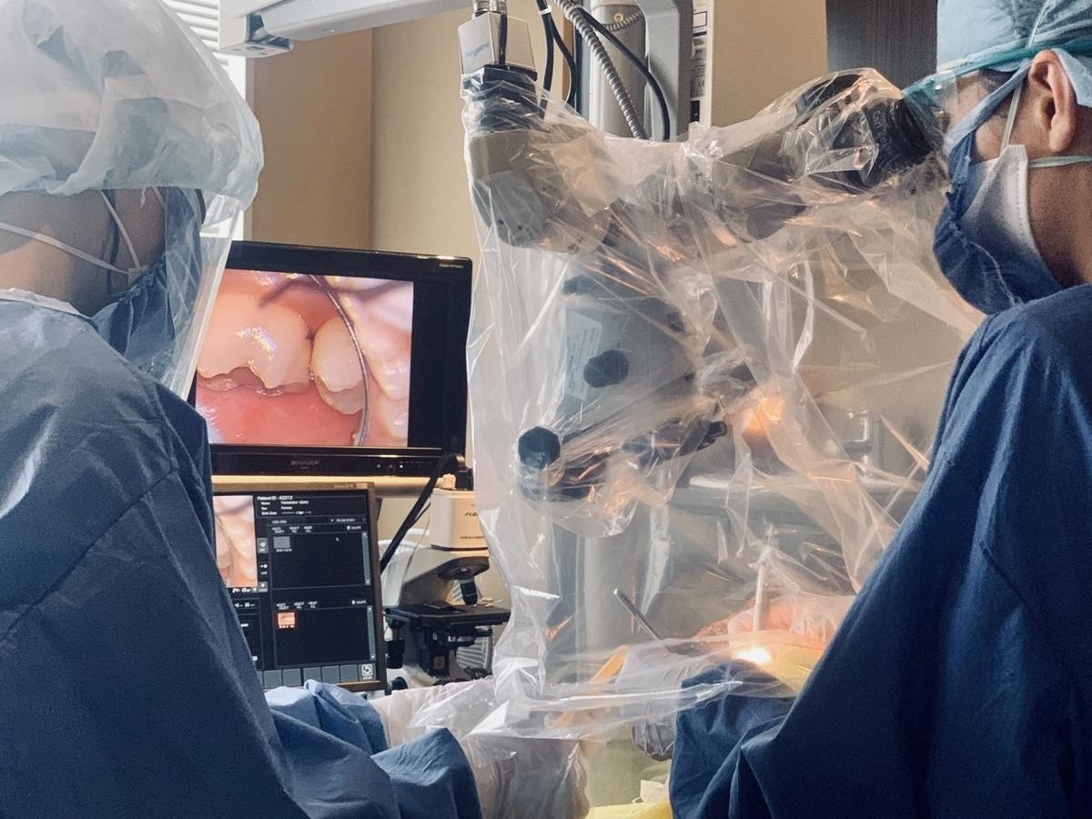 歯科衛生士も全てが顕微鏡診療中