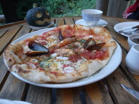 山のパン屋の海鮮ピザ