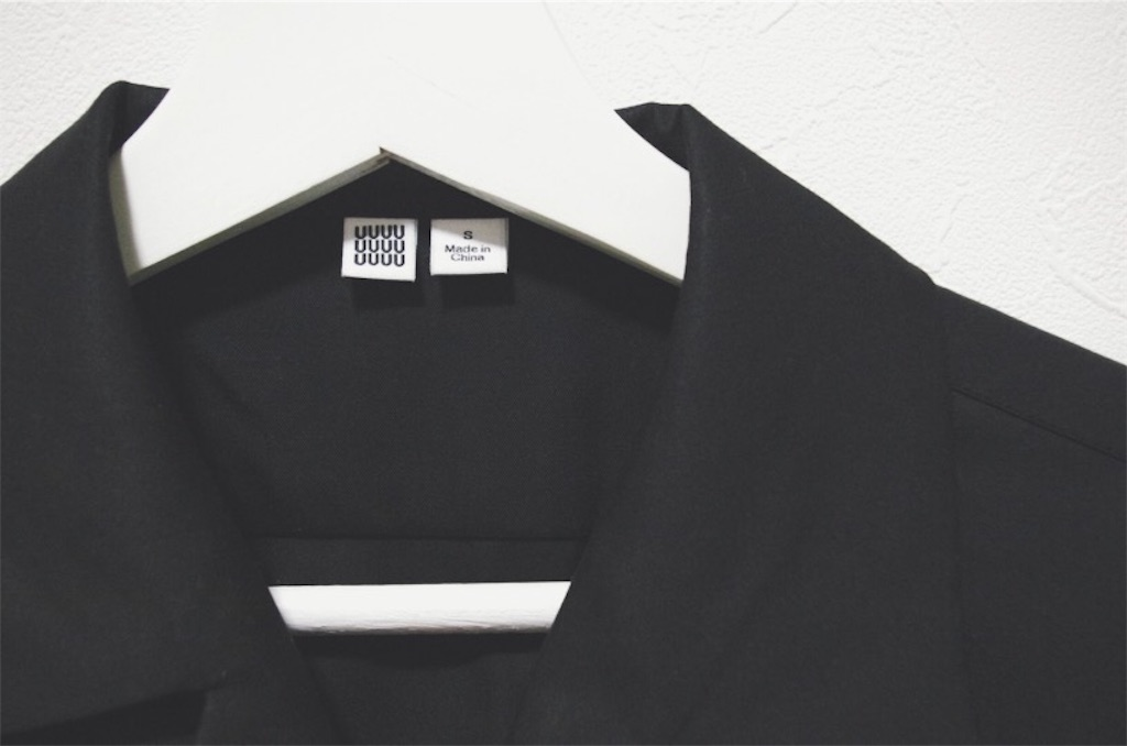 【ユニクロU】MEN オープンカラーシャツ(半袖)の黒色