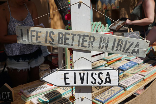 イビサ島エイヴィッサへの看板