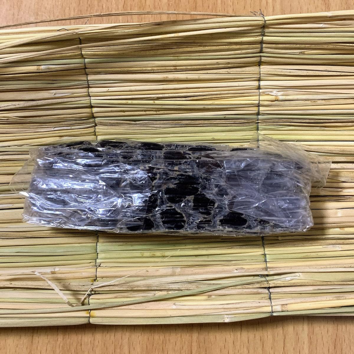 「丹波黒納豆」の藁苞の中の画像