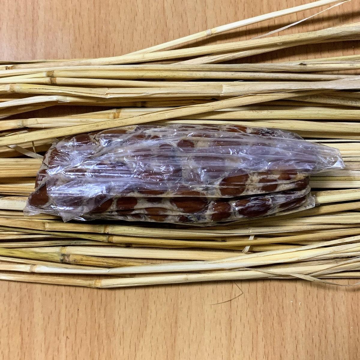 「紅豆納豆」の藁苞の中の画像