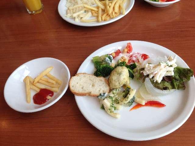 スペインバルタパスブランコの食べ放題一皿目のサラダ類
