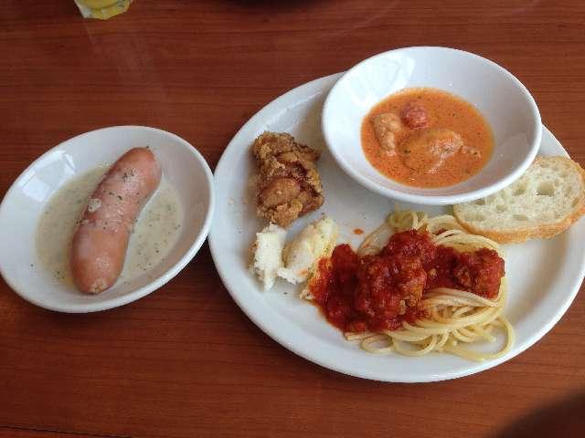 タスペインバルタパスブランコの食べ放題のパスタや肉メイン類