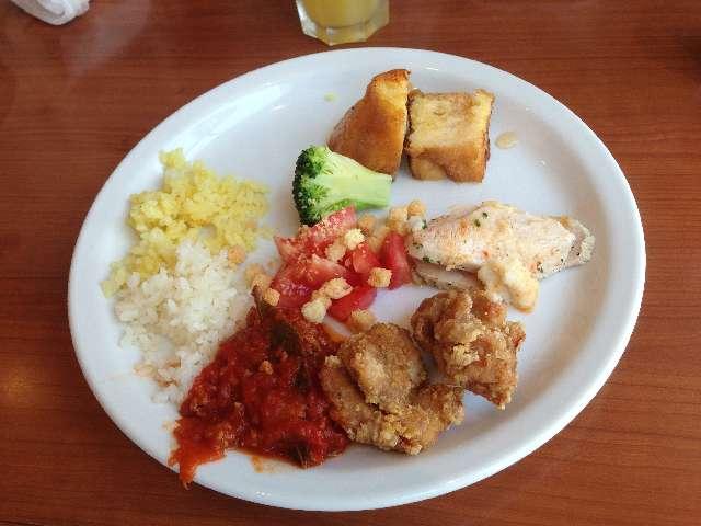 タスペインバルタパスブランコの食べ放題の唐揚げやバターライス