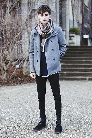 コートを着たファッションスナップの外人