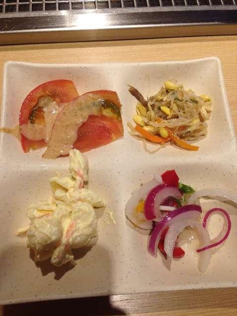 串揚げ食べ放題串家物語のサラダ
