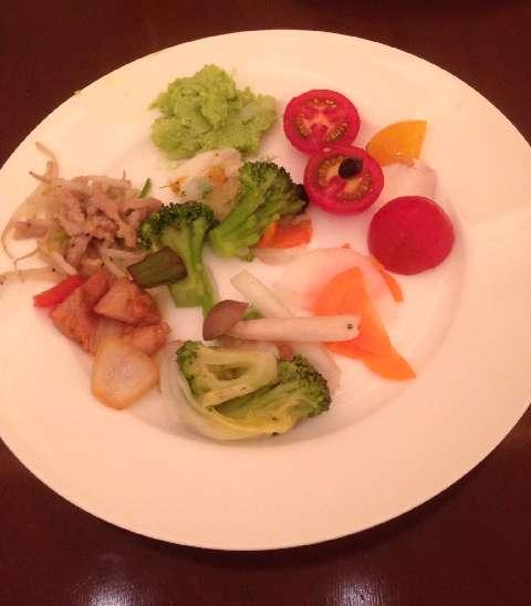 柿安三尺三寸箸の食べ放題のサラダ類