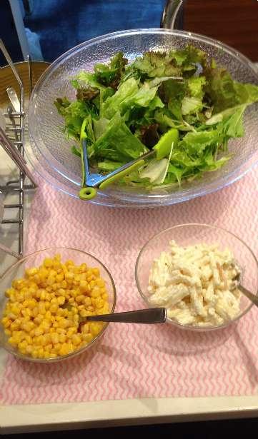 平日ランチ食べ放題の店タンティートのサラダビュッフェ台