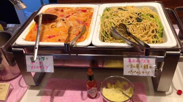 平日ランチ食べ放題の店タンティートの日替わりメニュービュッフェ台