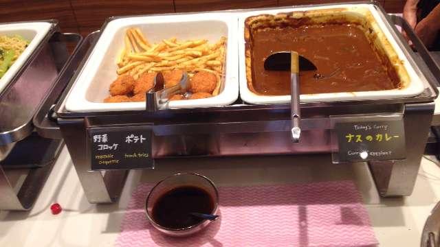 平日ランチ食べ放題の店タンティートのポテトと野菜コロッケのビュッフェ台