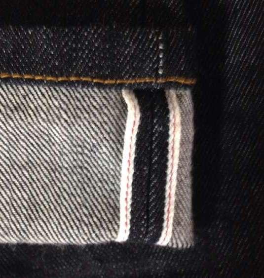 ユニクロのセルビッチスリムフィットストレートジーンズの裾のセルビッチ