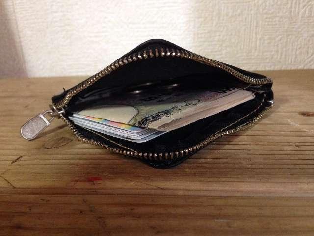 100均ダイソーの本革の牛革コインケースにお金とカードをいれたところ