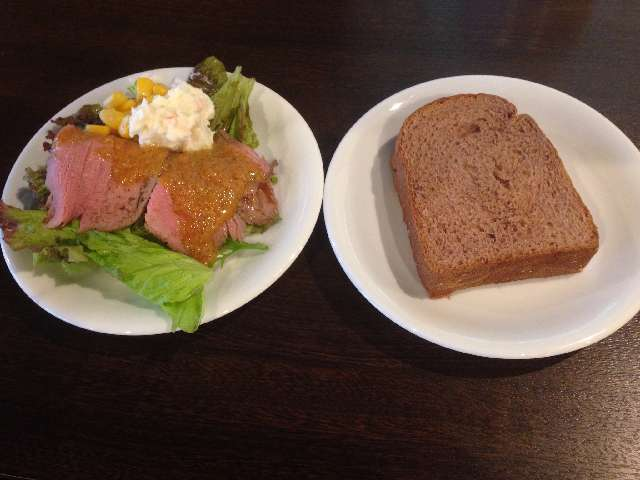 台東区にあるホテルビュッフェとれび庵のランチバイキングのパン