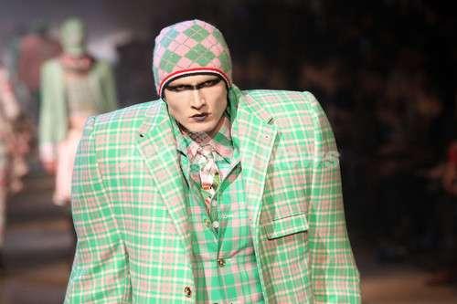 肩幅が広いと避けたいファッション