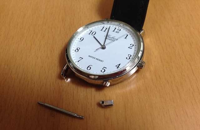 腕時計が壊れた写真