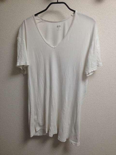 ユニクロのスーピマコットンフライスVネックTシャツ
