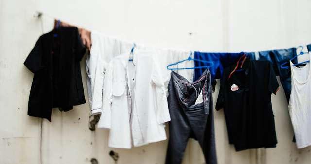 洗濯物を部屋干しした時の嫌な臭いの原因は? 対策はどうすればいいの?