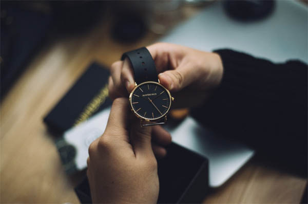 高級腕時計で全てが台無し