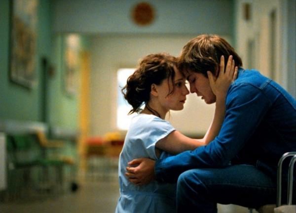 映画「グッバイ、レーニン!」母が倒れ病院に駆けつけたアレックス