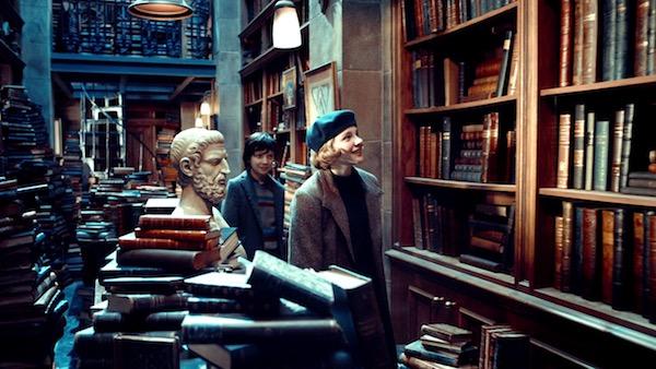 映画「ヒューゴの不思議な発明」より、ヒューゴとイザベル本屋に行く