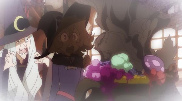 TVアニメ「リトルウィッチアカデミア」6話より、魔法薬学の授業で失敗するシャリオ