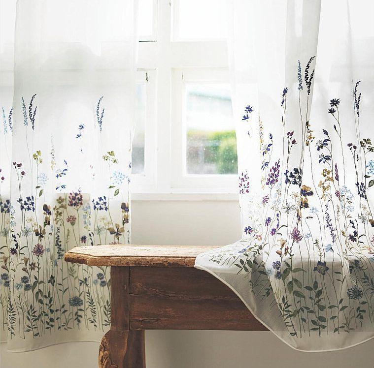 草花の刺繍のレースカーテン
