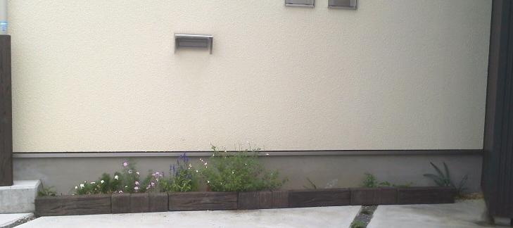 スリーパーエッジャーを並べた花壇