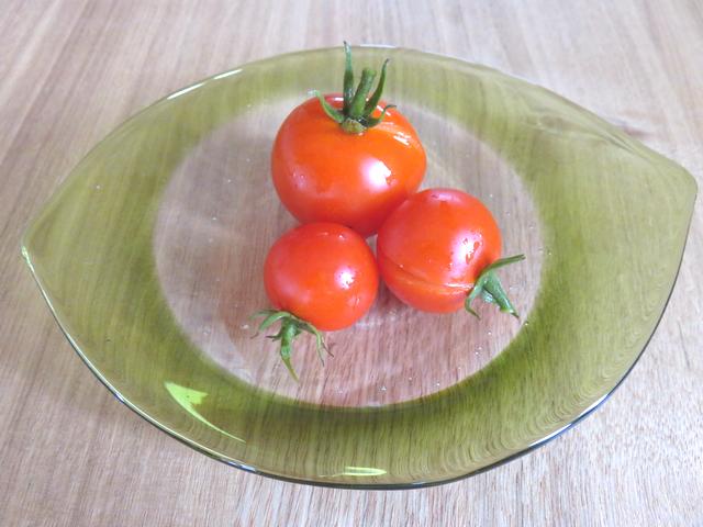 3つのプチトマト