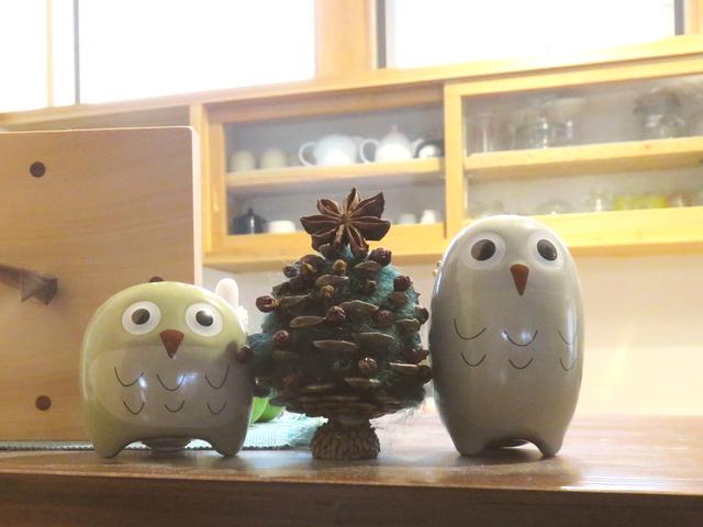 フクロウと松ぼっくりのミニツリー