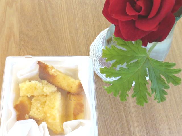 バラとパウンドケーキ