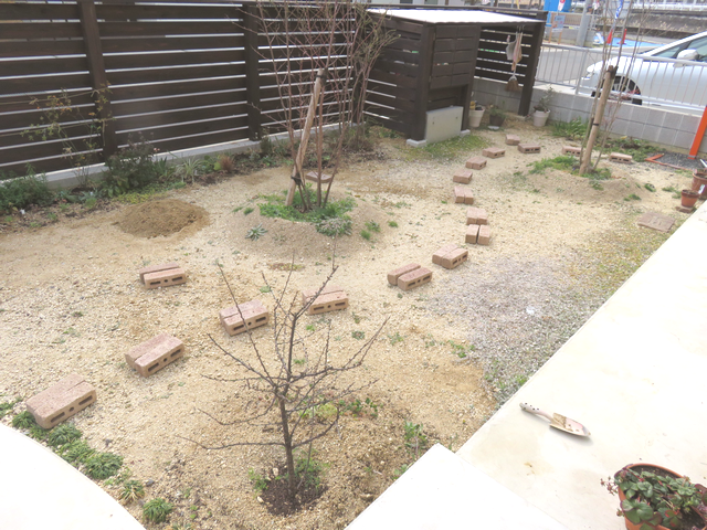 レンガを並べた庭