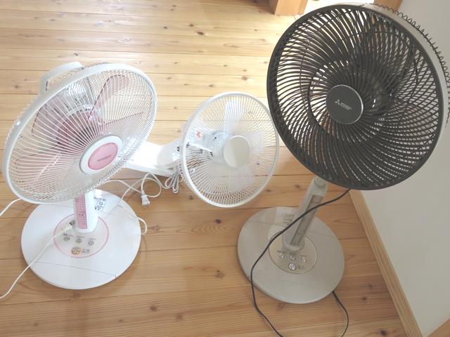 扇風機3台を並べた画像