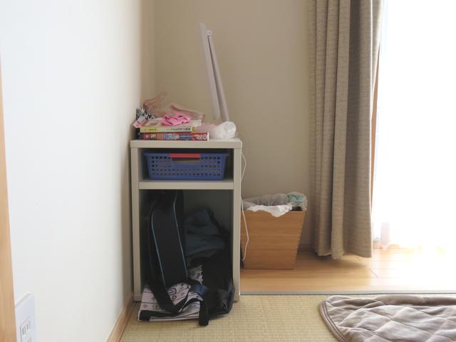 居間に置いた収納棚の画像