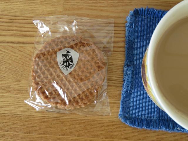 修道院クッキーガレットとコーヒーの画像