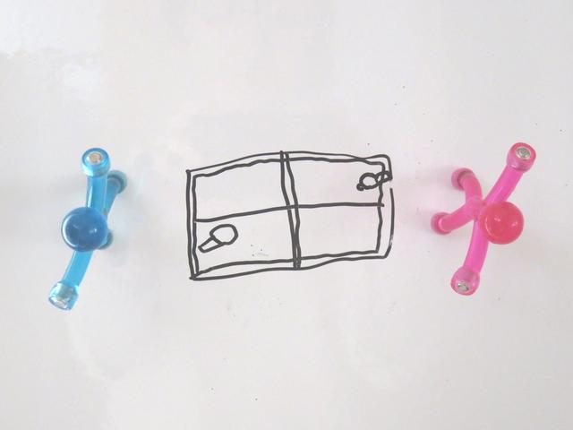 卓球をしている人形の落書き画像