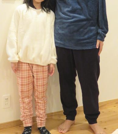 ユニクロのルームウェアを着た親子