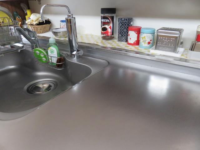 すっきり磨いたキッチンのワークトップの画像