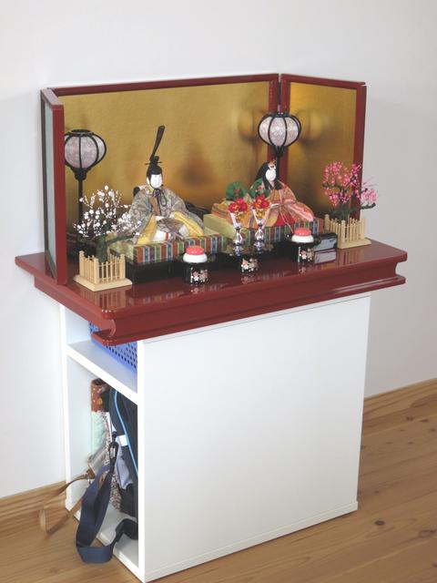 イケアの収納棚に置いた雛人形の画像