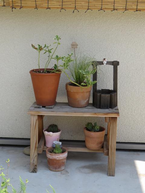 玄関前の植木鉢のレイアウト