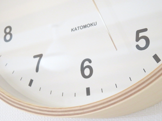 KATOMOKUの壁掛け時計のアップ