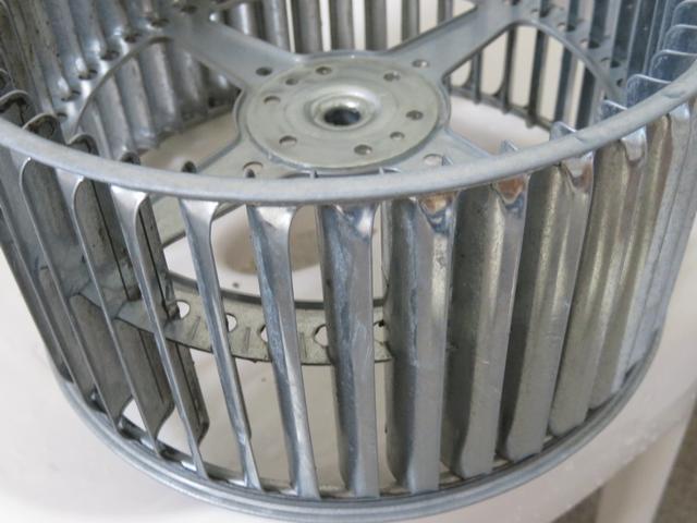 タカラスタンダード換気扇VMAのシロッコファン掃除済みの画像