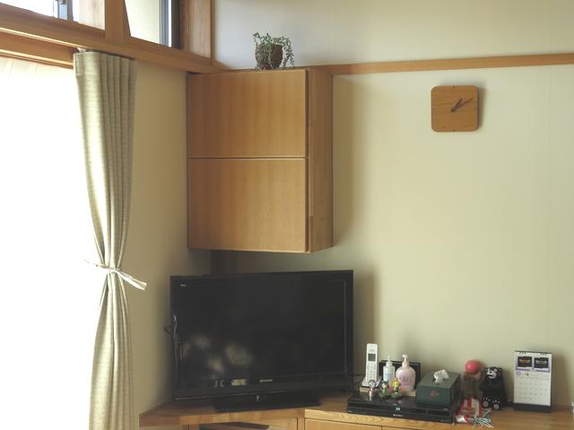 居間の造作棚の風景