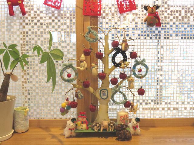 卓上のクリスマス飾りの全景