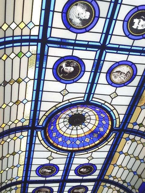 ステンドグラスの天井