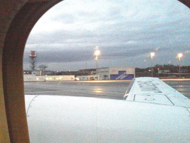 飛行機の窓から見た丘珠空港